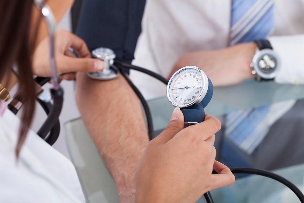 magas vérnyomás és kísérő betegségek