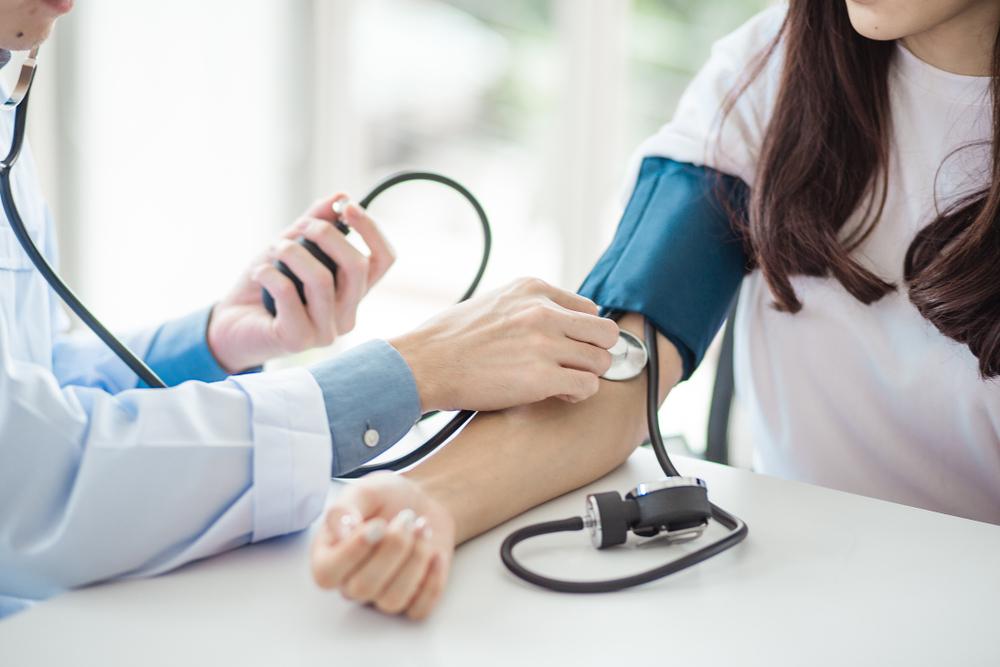 vesebetegség miatti magas vérnyomás